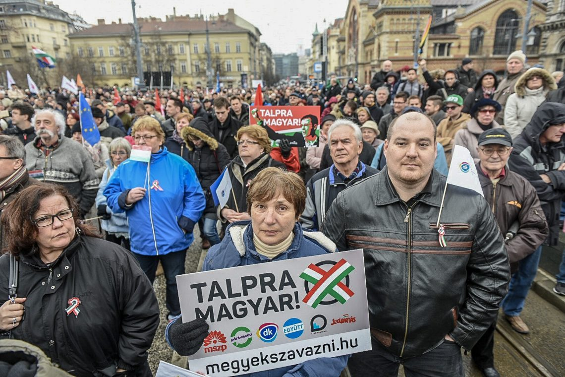 Az MSZP, a Párbeszéd és a DK közös tüntetése 2018. március 15-én. / Fotó: Zsolnai Péter