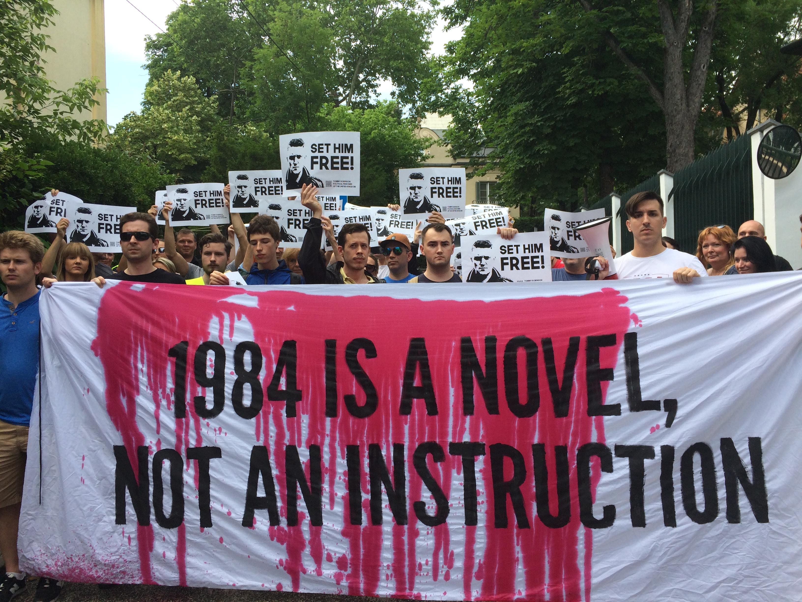 A brit Oktatásügyi Minisztérium megtiltotta a kapitalizmus-ellenes tananyagok oktatását