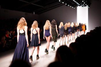 divat ruha kifutó modell ruhaipar