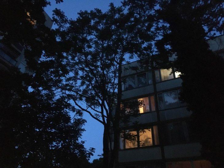 sötét házak villany este