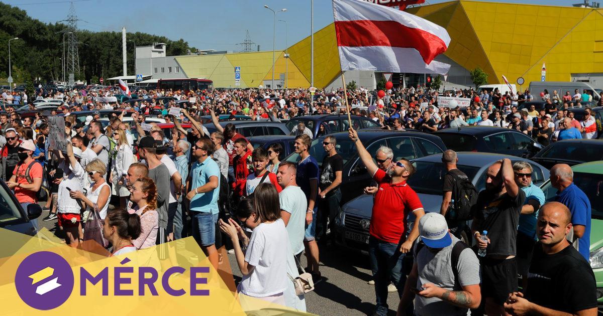 Minszkben több tízezren az utcán, a hadsereg is felvonult. Tüntetések Belaruszban percről-percre a Mércén!
