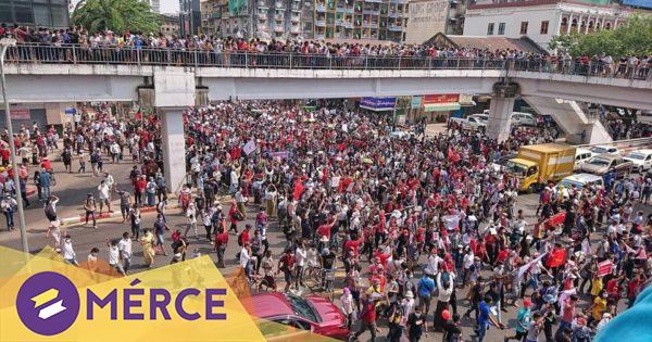 Harckocsik gördültek ki Mianmar több városának utcáira