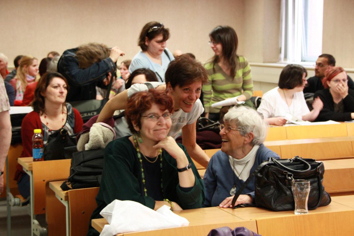 Tausz Katalin, Kun Zsuzsa, Ferge Zsuzsa. 2012. Forrás: ELTE Szociálpolitika Tanszék.