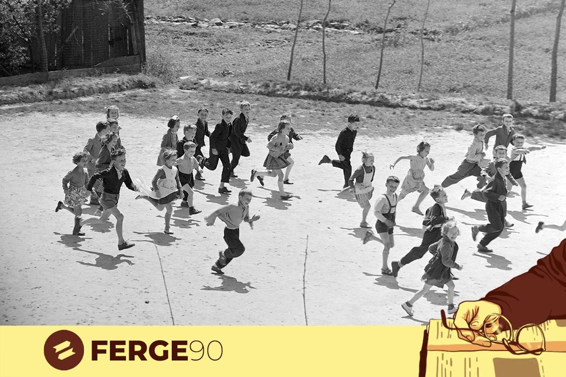 1964. Templom tér 3., az általános iskola udvara. Ma Tiszakécskei Református Általános Iskola és Gimnázium.