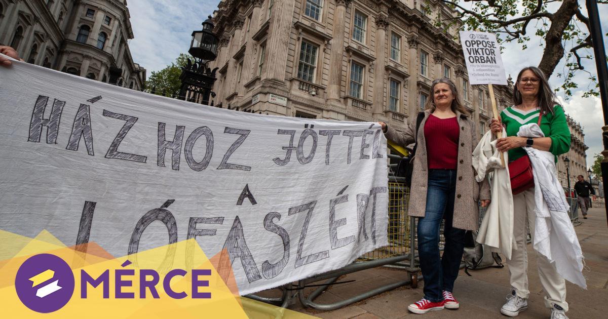 Antirasszista tüntetők és londoni magyarok üzentek Orbánnak a Downing Streeten « Mérce