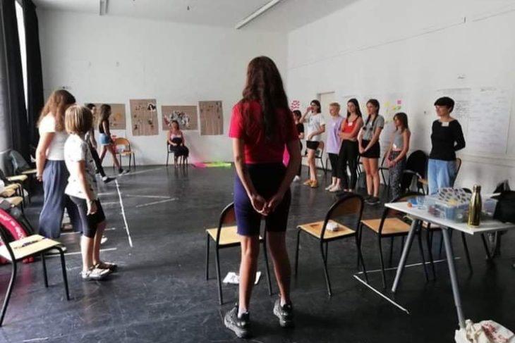 lázadó lányok tábor